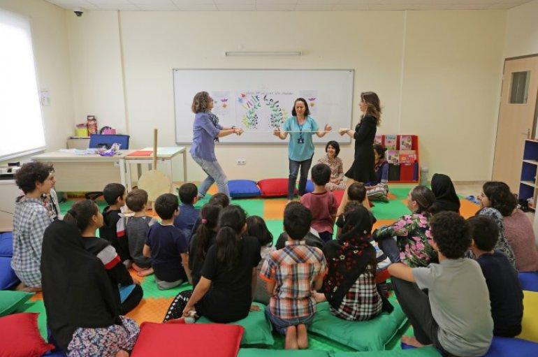 (Turkish) Oyunları basit, mutlulukları tarifsiz