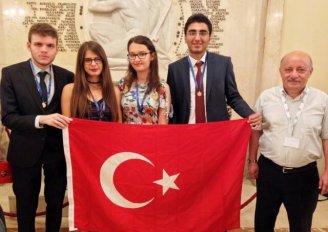 (Turkish) Matematik Şampiyonlarının Koçu Yaşar Üniversitesi'nden
