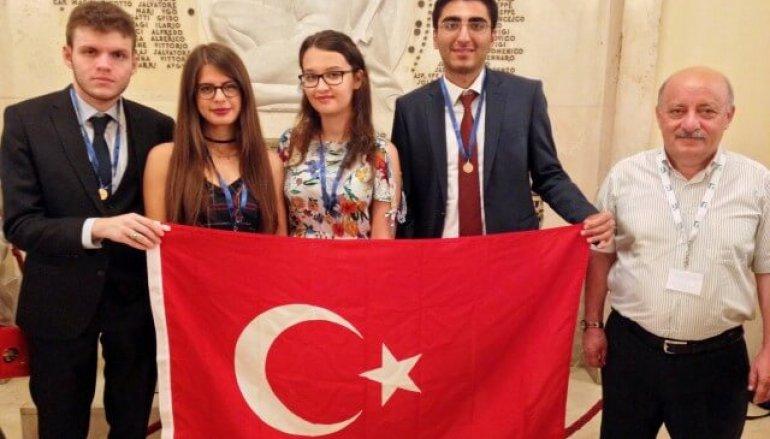Matematik Şampiyonlarının Koçu Yaşar Üniversitesi'nden