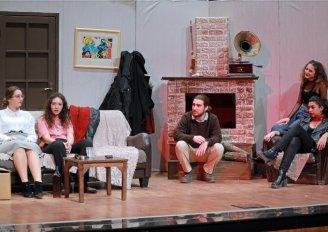 Genç Tiyatrocular 'Dünyalı' İle Alkışları Topladı