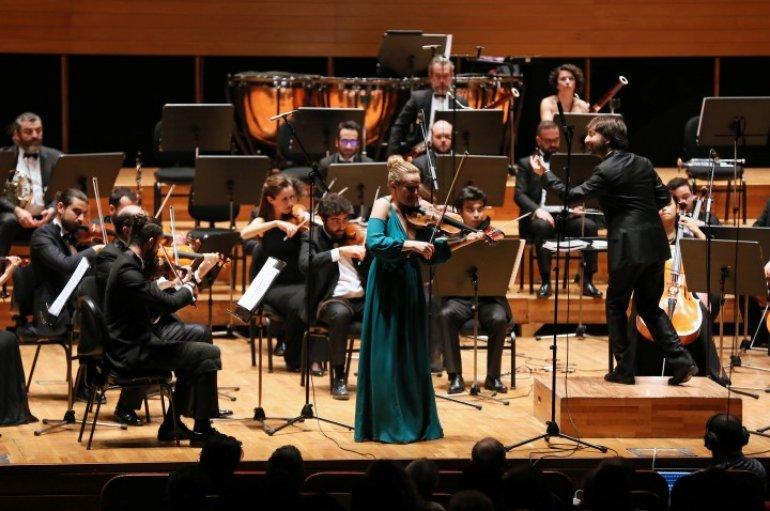(Turkish) Yaşar Üniversitesi Oda Orkestrasından Romanslar Konseri